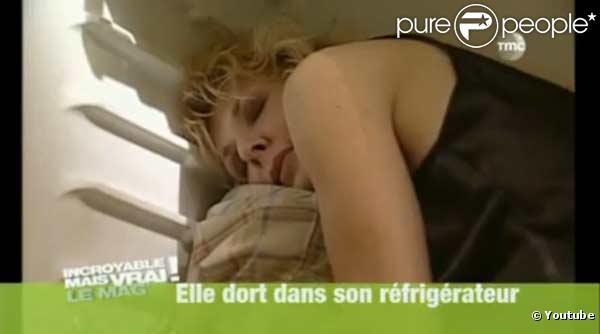 Joyce dort dans son frigo pour rester jeune
