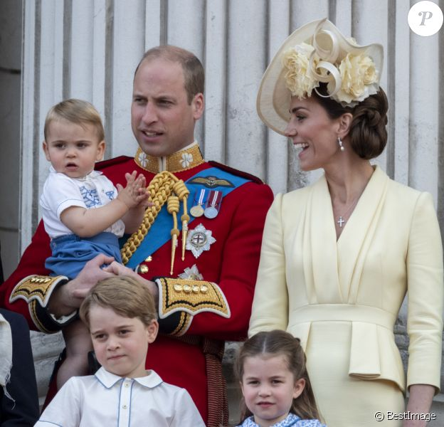 Le prince William, duc de Cambridge, et Catherine (Kate) Middleton, duchesse de Cambridge, le prince George de Cambridge la princesse Charlotte de Cambridge, le prince Louis de Cambridge - La famille royale au balcon du palais de Buckingham lors de la parade Trooping the Colour 2019, célébrant le 93ème anniversaire de la reine Elisabeth II, Londres, le 8 juin 2019.