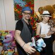 Jacky Jayet, Caroline Vigneaux lors du vernissage Jacky Jayet et ses Ours à la Galerie Art and Sound, Paris le 25 Juin 2020. © Marc Ausset Lacroix / Bestimage