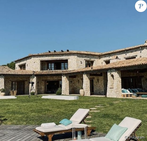 """""""Les Marseillais Vs Le Reste du monde"""" saison 5 est tourné en juillet 2020 dans une superbe villa près de Cannes."""