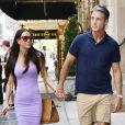 Exclusif - La meilleure amie de M.Markle, Jessica Mulroney, et son mari, Ben Mulroney, se donnent la main alors qu'ils se dirigent vers le restaurant Rue 57, situé dans le centre-ville de New York.