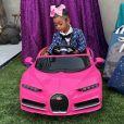 Kulture, la fille des rappeurs Cardi B et Offset, a reçu une Bugatti miniature pour ses 2 ans, de la part de sa tante Hennessy Carolina. Juin 2020.
