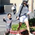 Exclusif - Naya Rivera et son fils Josey Hollis font du shopping, quelques jours avant la disparition de l'actrice à Los Angeles, le 3 juillet 2020.