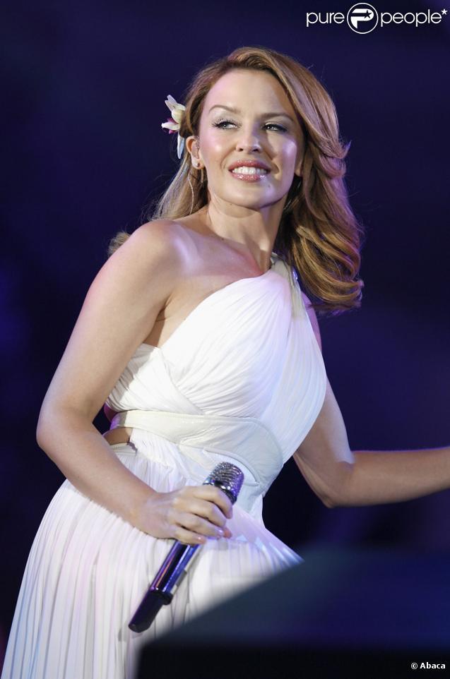 Kylie Minogue sur scène lors du concert We Love Abba, Thank you for The Music au Hyde Park à Londres le 13 septembre 2009