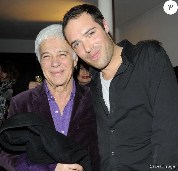 """Exclusif - Guy Bedos et son fils Nicolas lors de la générale de la pièce """"Promenade de santé"""" au théâtre de la Pépinière, à Paris, le 9 février 2010. Rindoff/Guirec/Bestimage."""