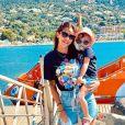 Julia Paredes et sa fille Luna dans le sud de la France, le 16 juillet 2020
