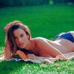 Le mannequin brésilien Alessandra Ambrosio pose pour la campagne de sa marque de maillots de bain Gal Floripa. Fort Lauderdale. Le 13 août 2020.