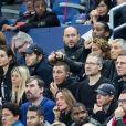 """Nagui et sa femme Mélanie Page, Vianney et sa compagne Catherine Robert dans les tribunes lors du match de qualification pour l'Euro2020 """"France - Turquie (1-1)"""" au Stade de France. Saint-Denis, le 14 octobre 2019. © Cyril Moreau/Bestimage"""
