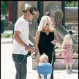 Gwen Stefani, Gavin Rossdale et leur petit Zuma s'amusent dans le parc de Beverly Hills le 20 septembre 2009