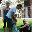 Gwen Stefani, Gavin Rossdale et le petit Zuma profitent du beau temps dans le parc de Beverly Hills le 20 septembre 2009