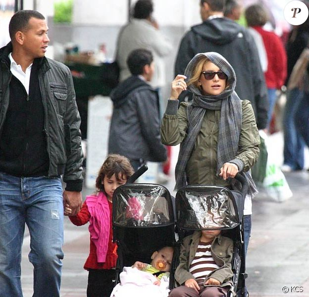 Kate Hudson et Alex Rodriguez se baladent à Seattle avec leurs enfants respectifs. 19/09/09