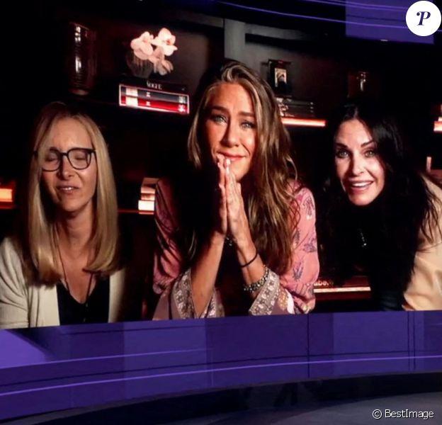 """Les actrices de la série """"Friends"""" Jennifer Aniston, Courteney Cox et Lisa Kudrow réunies chez Jennifer lors d'une visioconférence à l'occasion de la 72ème cérémonie des Emmy Awards 2020, le 20 septembre 2020."""