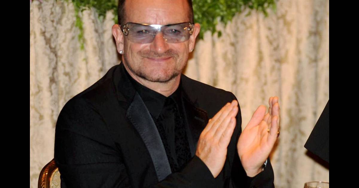 bono lors du gala appeal of conscience new york le 22 09 09 purepeople. Black Bedroom Furniture Sets. Home Design Ideas