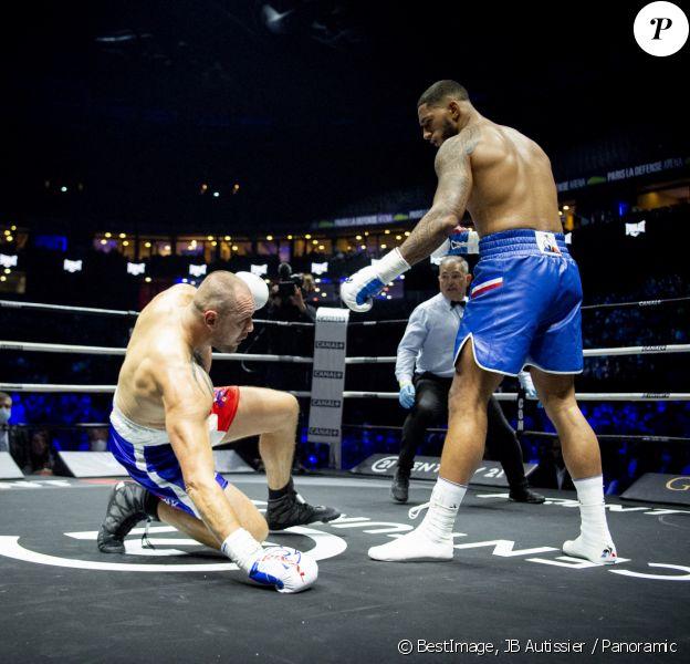 Tony Yoka remporte son combat de boxe contre Johann Duhaupas dans la catégorie poids lourds dès le premier round à Paris La Défense Arena. © JB Autissier / Panoramic / Bestimage