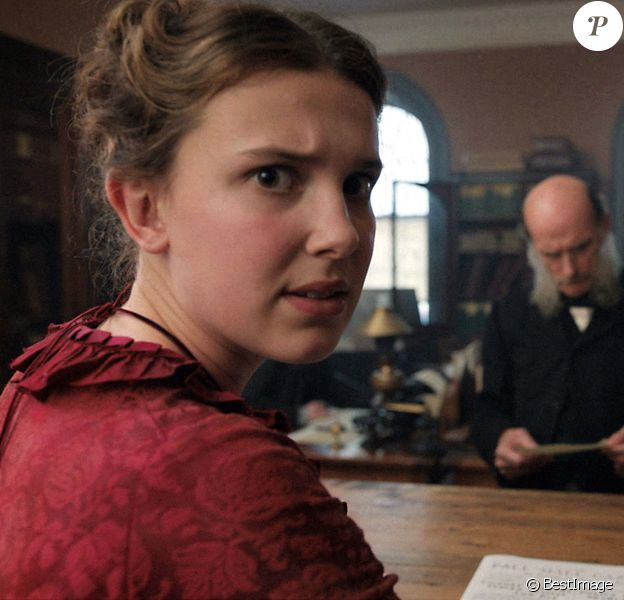 """Netflix a publié des photos de Millie Bobby Brown qui joue le rôle principal dans le nouveau film """"Enola Holmes"""", la soeur de Sherlock Holmes."""