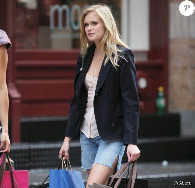 Sara Paxton en plein tournage de The Beautiful Life à New-York le 23 septembre 2009