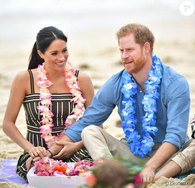 Le prince Harry, duc de Sussex, et Meghan Markle, duchesse de Sussex, enceinte, visitent la plage de Bondi Beach. Sydney, 2018.