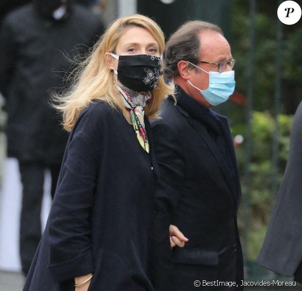 François Hollande et sa compagne Julie Gayet - Les obsèques de Juliette Gréco en l'église Saint-Germain-des-Prés, à Paris le 5 octobre 2020. © Jacovides-Moreau/Bestimage