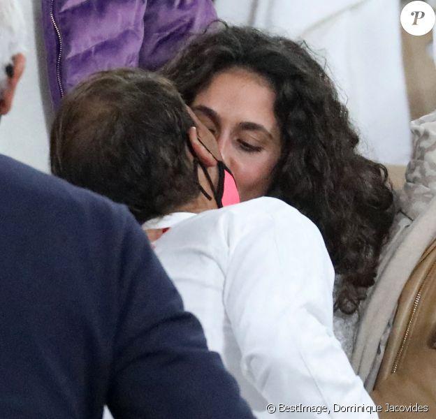 Rafael Nadal embrasse son épouse Xisca Perello après sa victoire en finale de Roland-Garros. Paris, octobre 2020. © Dominique Jacovides / Bestimage