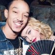 Madonna embrasse Ahlamalik Williams sur Instagram. Le 18 février 2020.