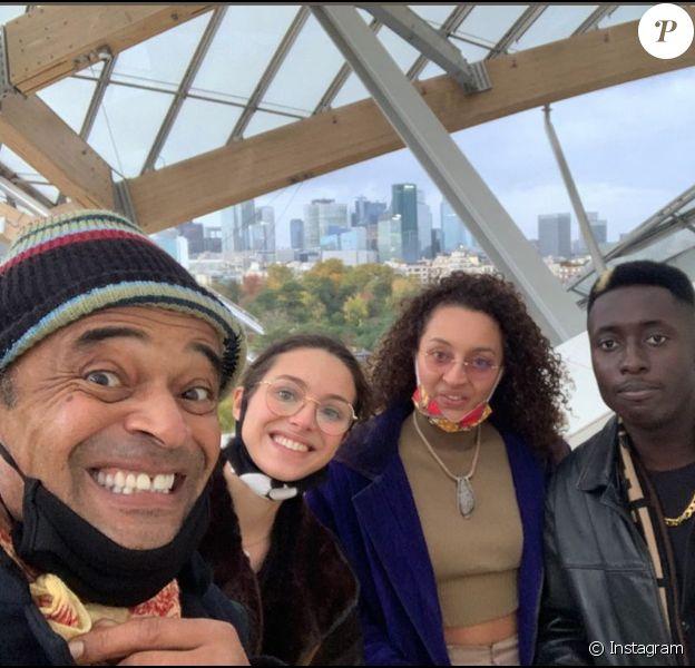 Yannick et ses filles Jenaye et Eleejah Noah visitent la Fondation Louis Vuitton. Paris, le 28 octobre 2020.