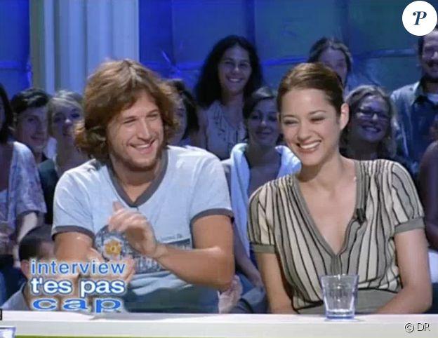 """Guillaume Canet et Marion Cotillard dans """"Tout le monde en parle"""", le 13 septembre 2003."""