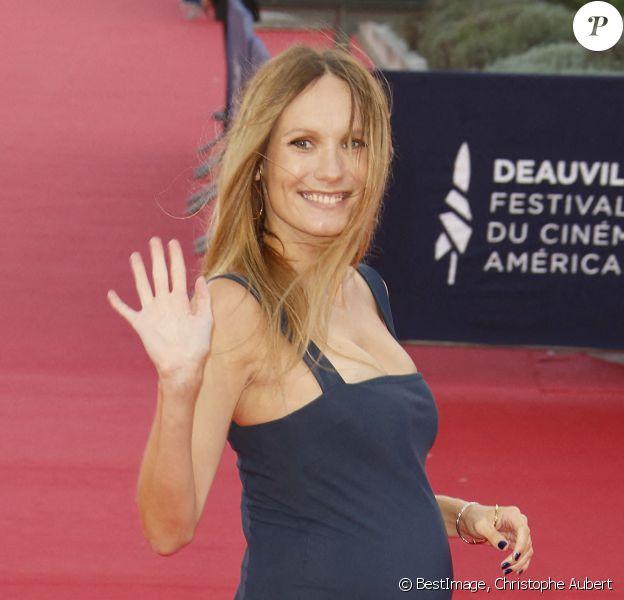 """Ana Girardot, enceinte Red carpet du film """"The Professor & The Bad Man"""" lors du 46e Festival du Cinéma Américain de Deauville. © Christophe Aubert via Bestimage"""