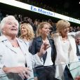 Line Renaud et Brigitte Macron (Trogneux) et ses filles Laurence et Tiphaine - La famille, les amis et soutiens d'Emmanuel Macron dans les tribunes lors du grand meeting d'Emmanuel Macron, candidat d'En Marche! à l'élection présidentielle 2017, à l'AccorHotels Arena à Paris, France, le lundi 17 avril 2017. © Cyril Moreau/Bestimage