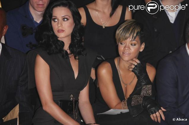 http://static1.purepeople.com/articles/4/41/24/4/@/292446-rihanna-et-katy-perry-au-defile-karl-637x0-3.jpg