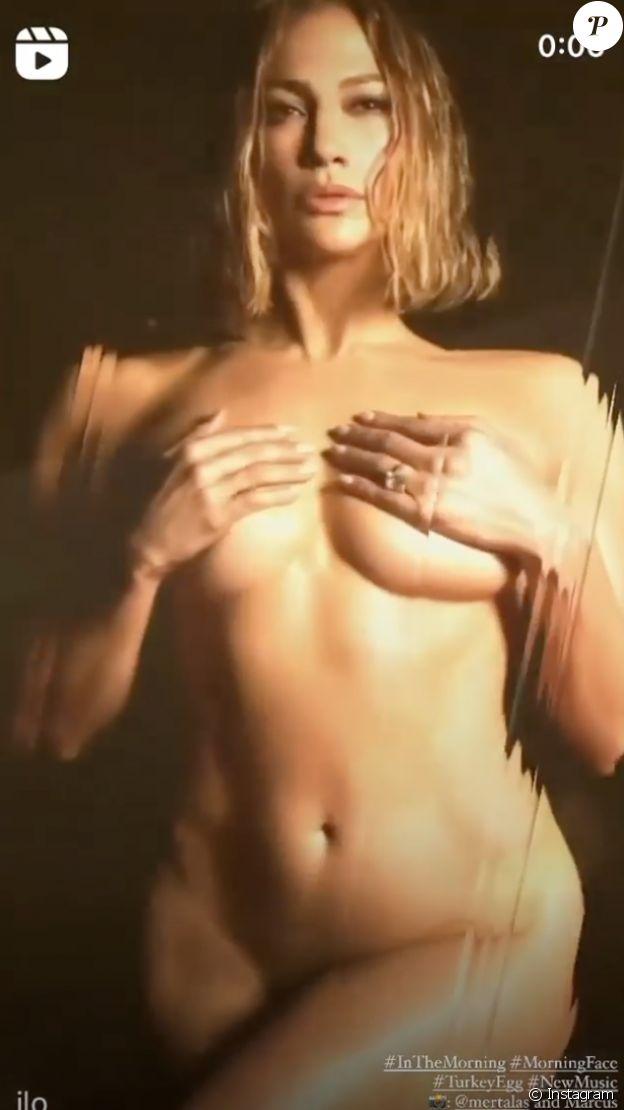 Jennifer Lopez prend la poste, complètement nue, sur TikTok.