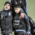 Archives - Diego Maradona, accompagné de son neveu, entraineur de l'équipe d'Argentine, lors d'un entrainement à Pretoria lors de la Coupe du Monde de Football 2010. L'équipe devait affronter l'Allemagne en 1/4 de finale. Le 1er juillet 2010
