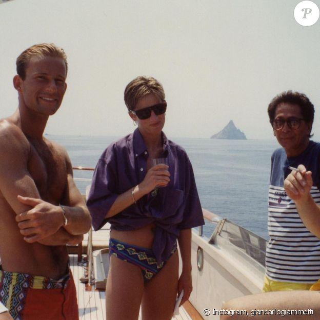Diana sur le yacht du couturier Valentino, au large de la Sicile, en septembre 1990.