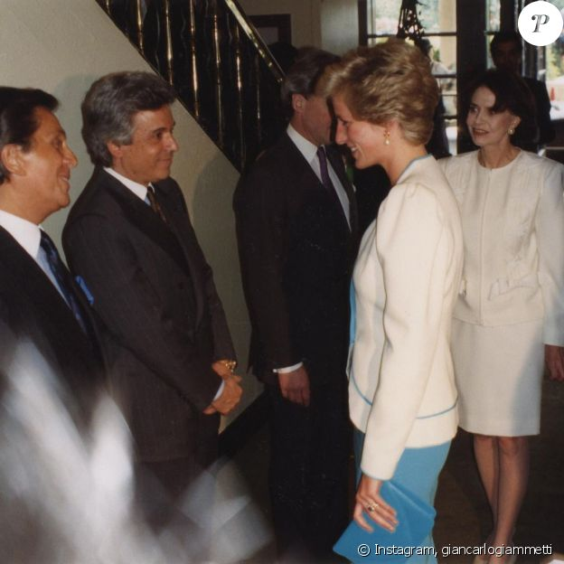 Diana lors de sa rencontre avec le couturier Valentino à Londres, à la fin des années 1980.