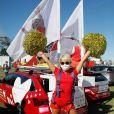 """Exclusif - Katrina Patchett - Fan Park dans la zone de départ de la 10ème étape du Tour de France 2020 - L'association """"Mécénat Chirurgie Cardiaque"""" a invité ses ambassadeurs à parcourir une partie de l'étape juste avant le départ des coureurs du Tour de France 2020 pour mettre en lumière l'Association, entre Châtelaillon-Plage et l'Île de Ré, le 8 septembre 2020. De nombreuses personnalités ont répondu présent pour porter la cause des enfants atteints de malformations cardiaques. Mécénat Chirurgie Cardiaque permet à des enfants atteints de malformations cardiaques et venant de pays défavorisés de se faire opérer en France lorsque cela est impossible chez eux faute de moyens techniques ou financiers. Hébergés par des familles d'accueil bénévoles et opérés dans neuf villes de France (Angers, Bordeaux, Lyon, Marseille, Nantes, Paris, Strasbourg, Toulouse et Tours), plus de 3500 enfants ont déjà été pris en charge depuis la création de l'Association en 1996. © Christophe Clovis/Bestimage"""