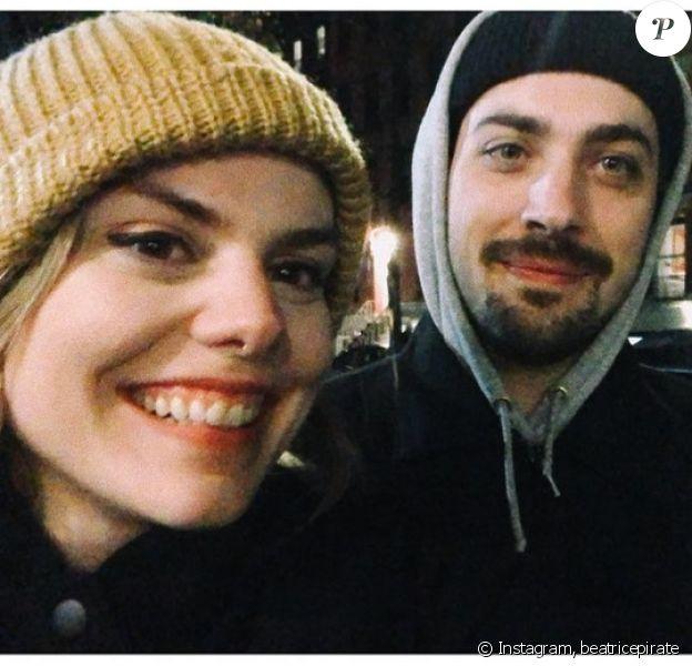 Coeur de Pirate pose avec son nouvel amoureux Marc, sur Instagram.