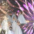 Les 29 Miss régionales et Iris Mittenaere (Miss France 2016 et président du jury) défilent en robe bustier à paillettes lors de l'élection de Miss France 2021 sur TF1 le 19 décembre 2020