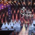 Les 29 Miss régionales, Iris Mittenaere (Miss France 2016 et président du jury), Sylvie Tellier et Jean-Pierre Foucaut lors de l'élection de Miss France 2021 sur TF1 le 19 décembre 2020