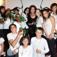 Deborah, Claudia Cardinale et les enfants au 16ème concert annuel Faire Face pour venir en aide aux enfants atteints du SIDA à l'Opéra d'Avignon le 10 octobre 2009