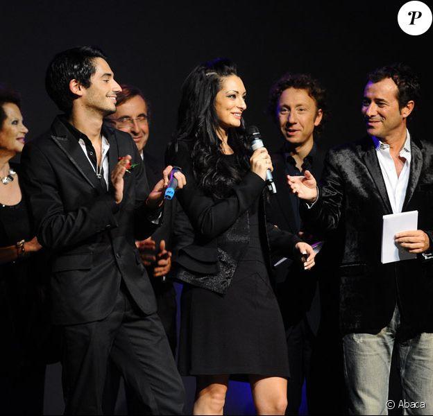 Emilie et Léo de Secret Story, Bernard Montiel, Stéphane Bern et Claudia Cardinale au 16ème concert annuel Faire Face pour venir en aide aux enfants atteints du SIDA à l'Opéra d'Avignon le 10 octobre 2009