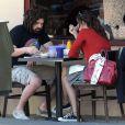Emmy Rossum déjeune avec son boyfriend Adam Duritz, le chanteur des Counting Crows, à Beverly Hills le 24 septembre 2009