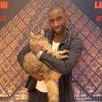 Omar Sy improvise un tapis rouge pour la sortie du film Lupin sur Netflix. Janvier 2020.