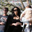 Kim Kardashian et son mari Kanye West sont allés déjeuner avec leur fille North à Bel-Air et rencontrent plus tard John Legend et sa femme Chrissy Teigen pour faire du shopping dans le quartier de Beverly Hills. Le 21 février 2016