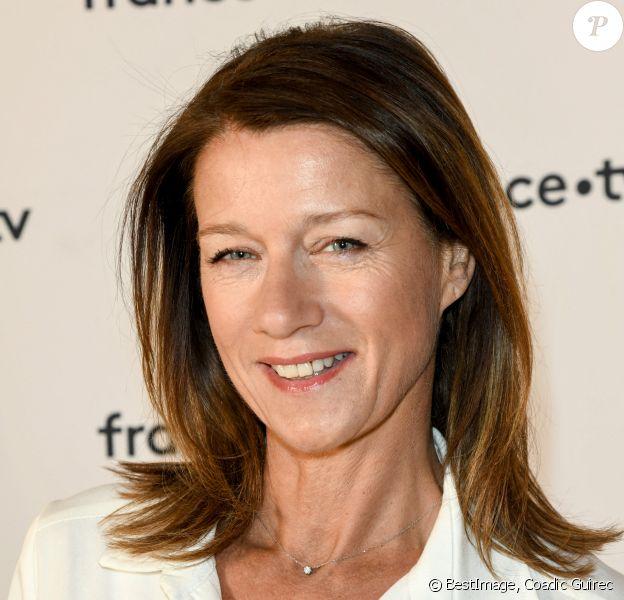 Carole Gaessler au photocall de la conférence de presse de France 2 au théâtre Marigny à Paris © Coadic Guirec / Bestimage