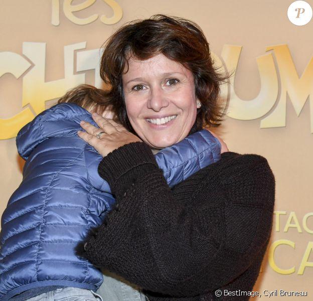 """Exclusif - Carole Rousseau et son fils Vittorio à la première du spectacle """"Les Schtroumpfs"""" aux Folies Bergère à Paris. ©Cyril Bruneau/Bestimage"""