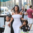 Kim Kardashian, Saint West, North West - Exclusif - La famille Kardashian arrivent avec leurs enfants à un diner privé au restaurant Crustacean à Beverly Hills, Los Angeles, le 30 juin 201