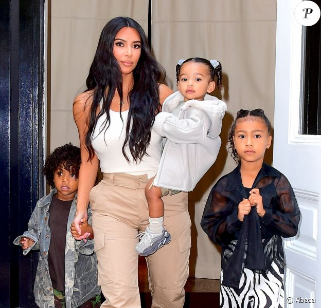 Kim Kardashian emmène ses enfants au Sunday Service de Kanye West, à New York.