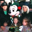 Diego Maradona en famille à Disneyland.