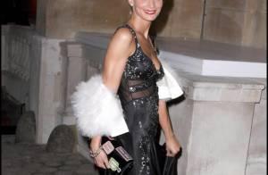 Une Sarah Marshall magnifique, une it-girl british trop décolletée... pour un show à Londres !