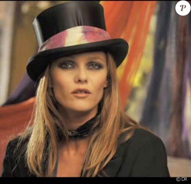 Vanessa Paradis, Il y a (image extraite du clip)
