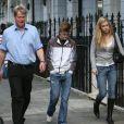 Charles Spencer et trois de ses sept enfants : les jumelles Amelia et Eliza, son fils Louis, à Londres, en 2007.